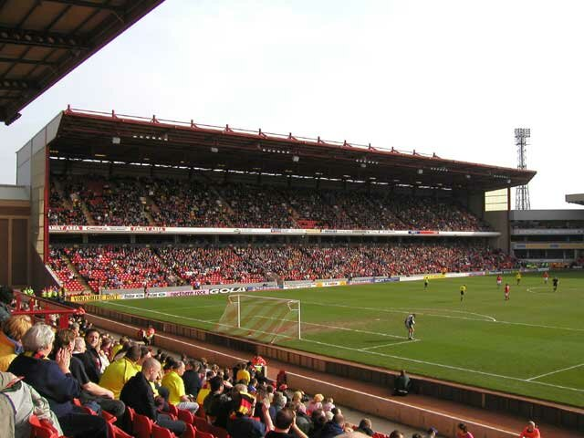 http://www.footballgroundsofengland.co.uk/images/Barnsley-07.jpg